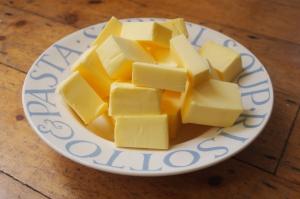 Meringue buttercream frosting