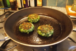 Spicy potato, pea and spinach cakes
