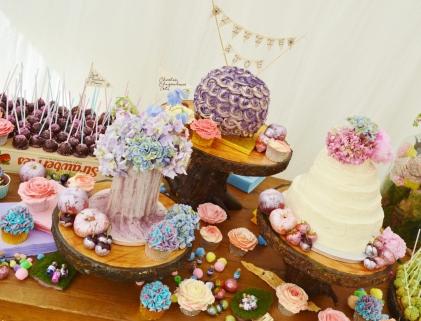 Lizzie and Joe's wedding cake installation