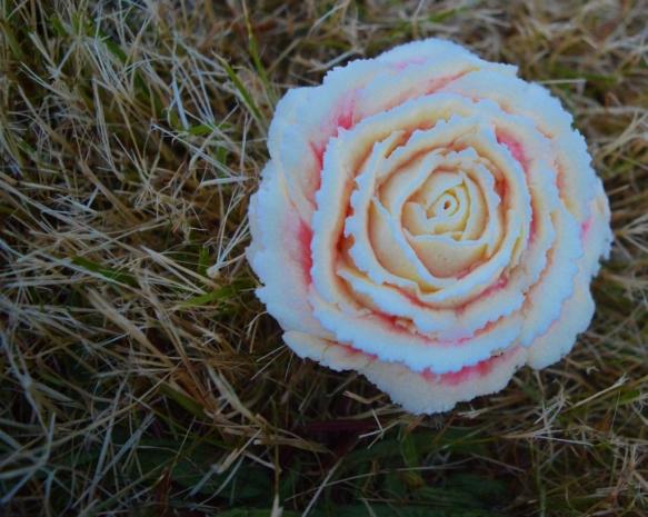 Floral wedding cupcake